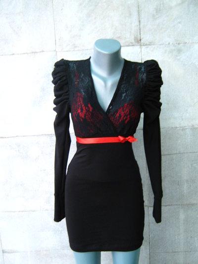 Elegante tunica in pizzo nero e rosso