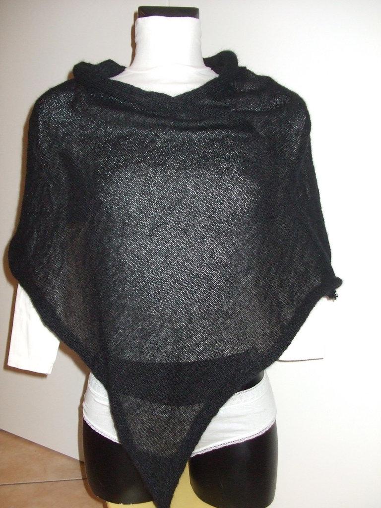 Poncho nero di mohair,leggero,lavorato a maglia