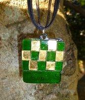 Ciondolo mosaico di vetro verde e oro