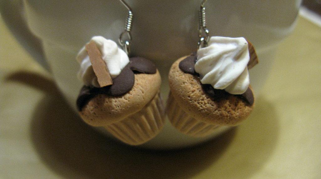Orecchini cupcake con panna e glassa al cioccolato