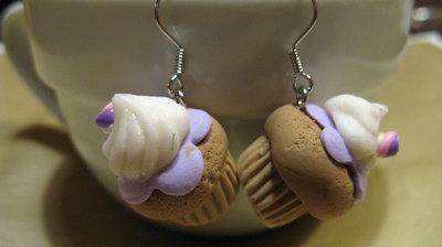 Orecchini cupcake con glassa lilla e mini Marshmallow