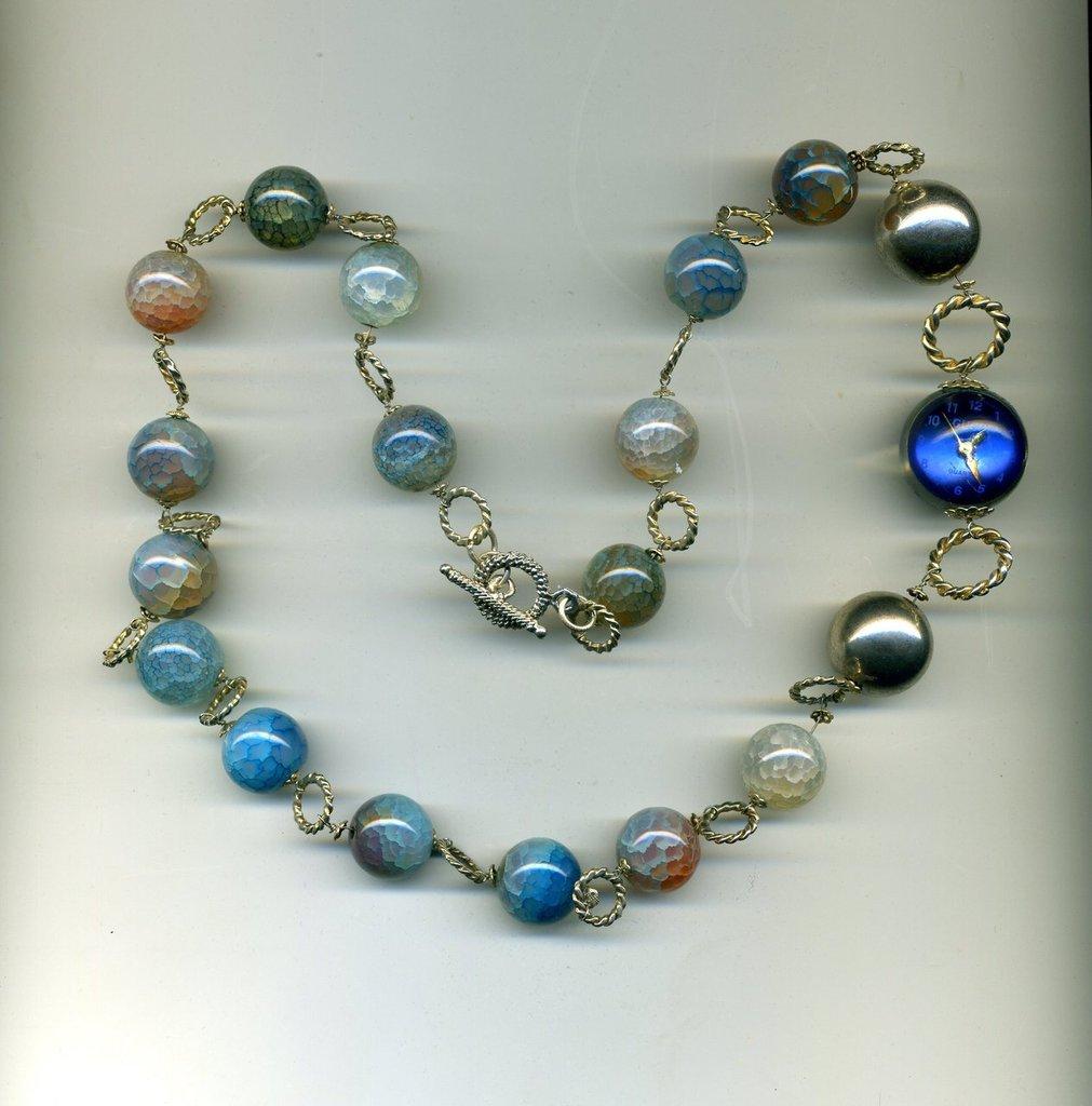 Collana in agata azzurra e orologino