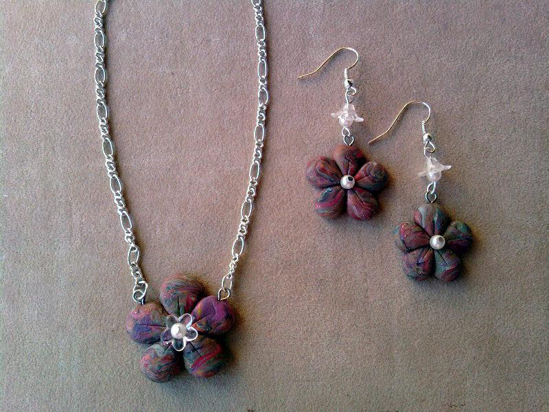 Parure con fiori e perle fimo