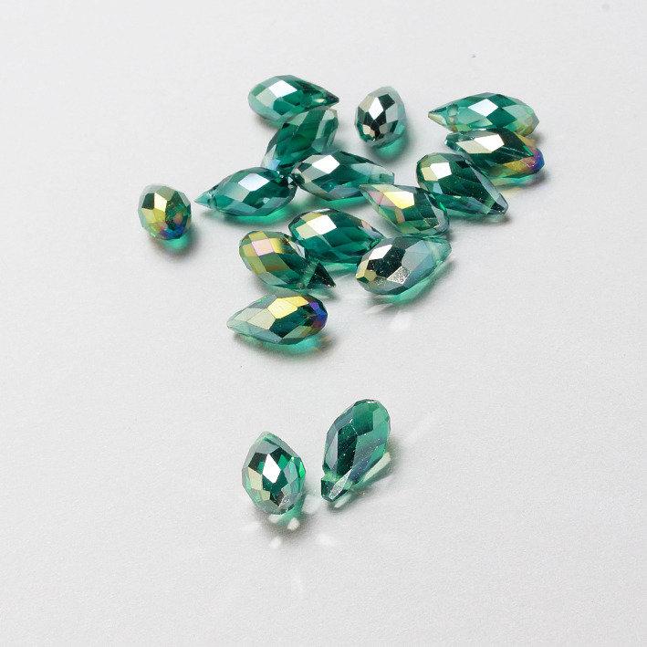 3 mezzi cristalli a goccia verdi