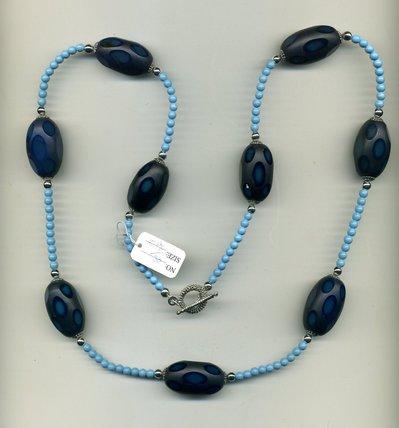 Collana con fusi in vetro blu a pois
