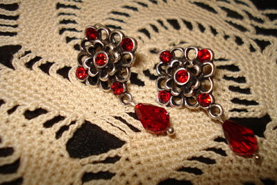 Orecchini rossi con swarovski