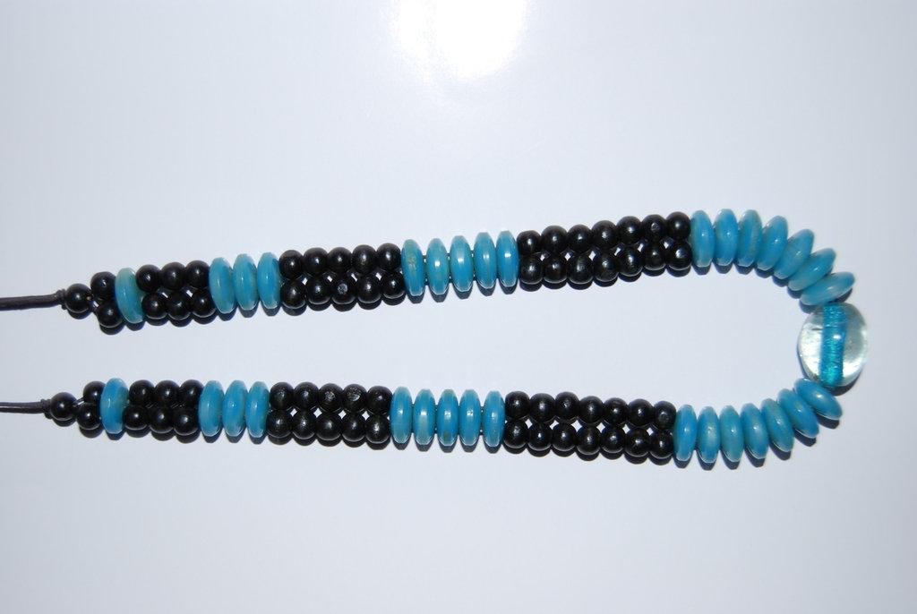 Collana con bottoni azzurri