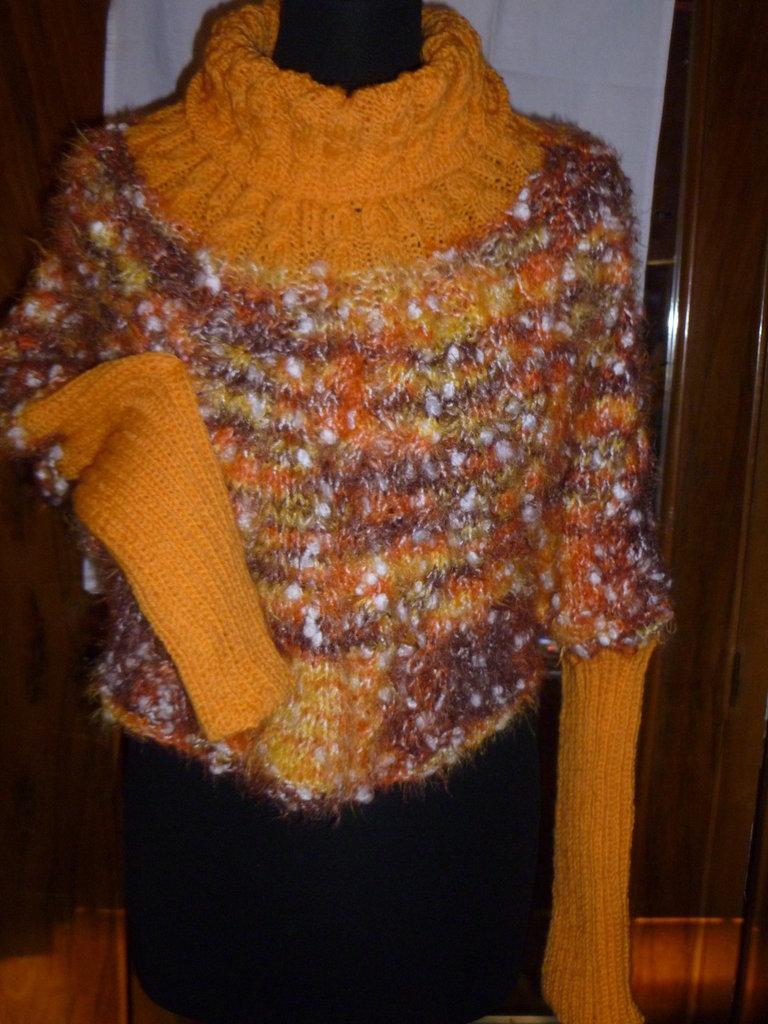 coprispalle con maniche in lana ai ferri