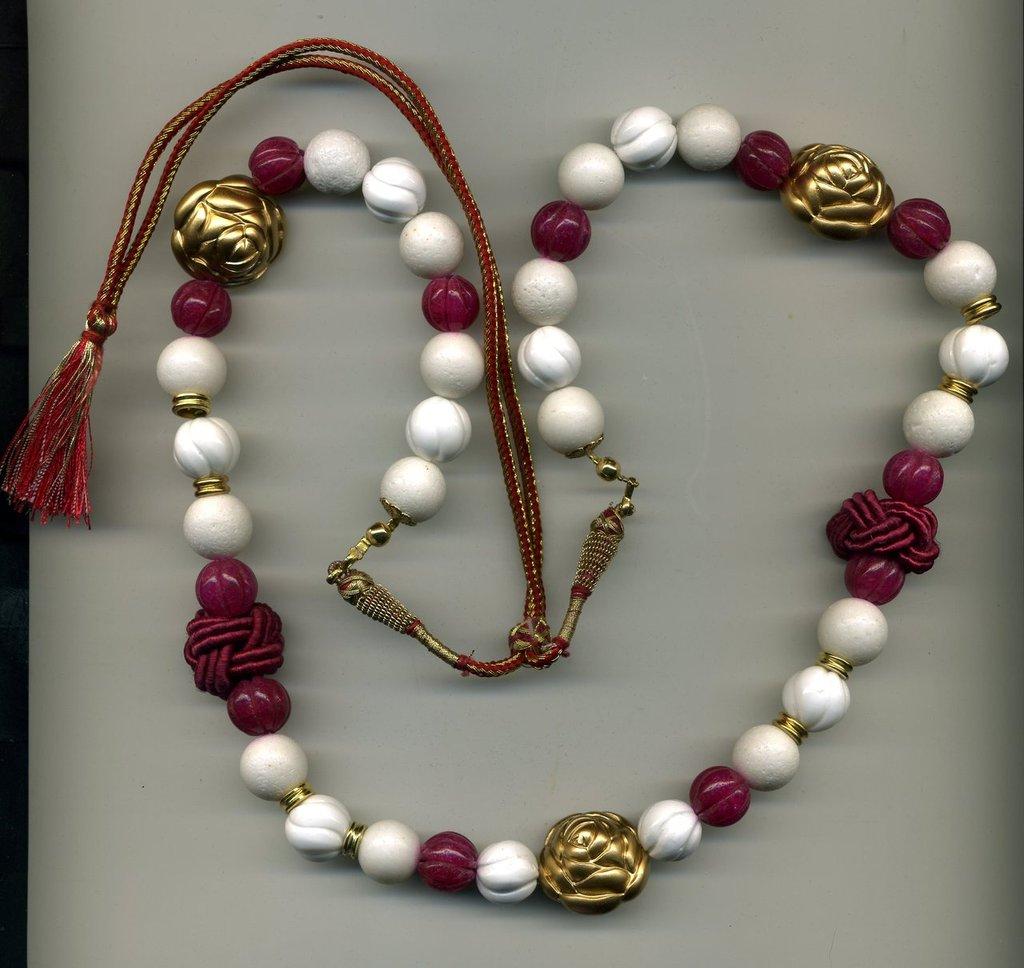 Collana in corallo bianco e radice di rubino