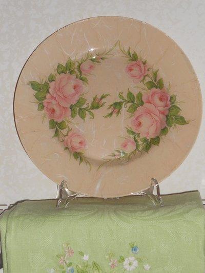 Piatto decorato a decoupage con rose