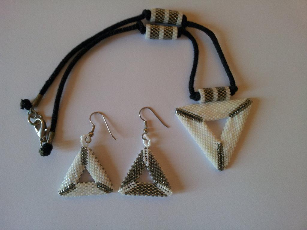 Collanina triangolo peyote e orecchini