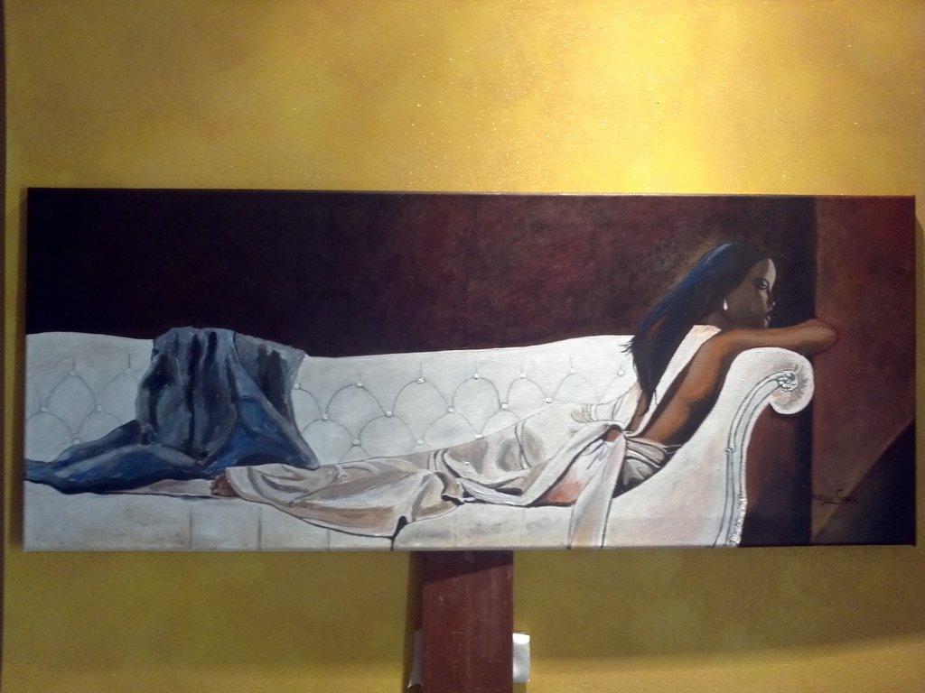 Quadro con donna sul divano