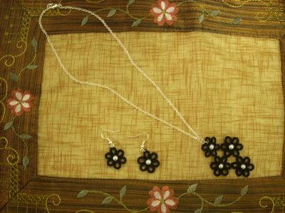 Collana nera ed orecchini neri in cotone pizzo chiacchierino