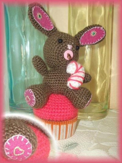 amigurumi coniglietta su muffin idea bomboniera nascita
