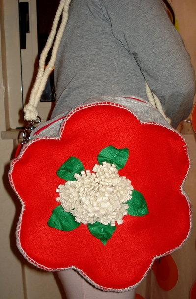 Borsa in feltro a forma di fiore