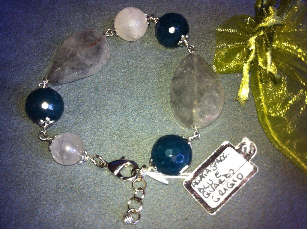 Bracciale fatto a mano agata blu petrolio e quarzo grigio - idea regalo