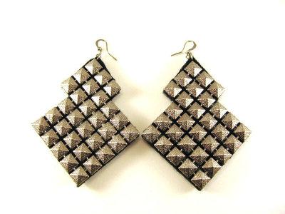 Orecchini fashion fatti a mano realizzati con borchie oro o argento