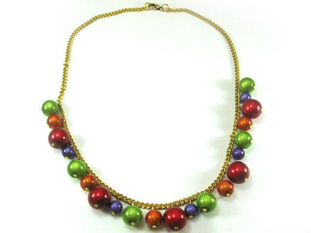 Collana con perle colorate luminose e catenina oro