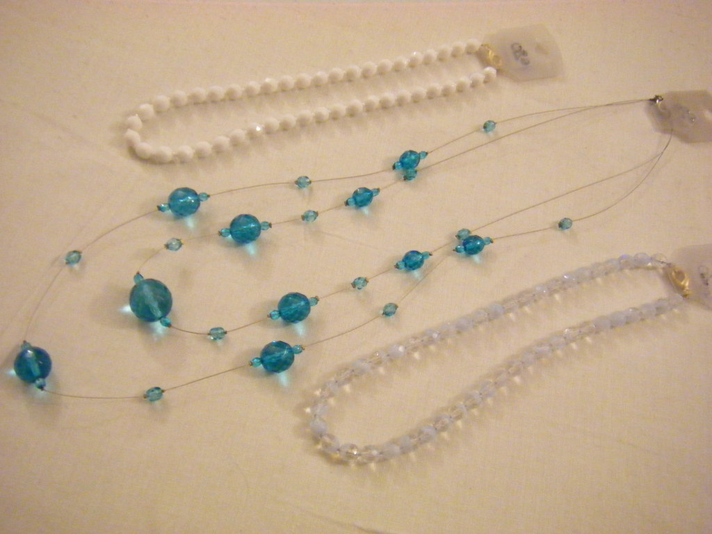 OFFERTA... 3 collana in mezzo cristallo azzurro e bianco