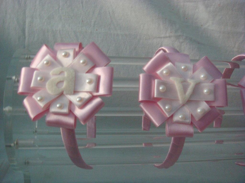 CERCHIETTO LETTERINE bianco rosa , fatto a mano
