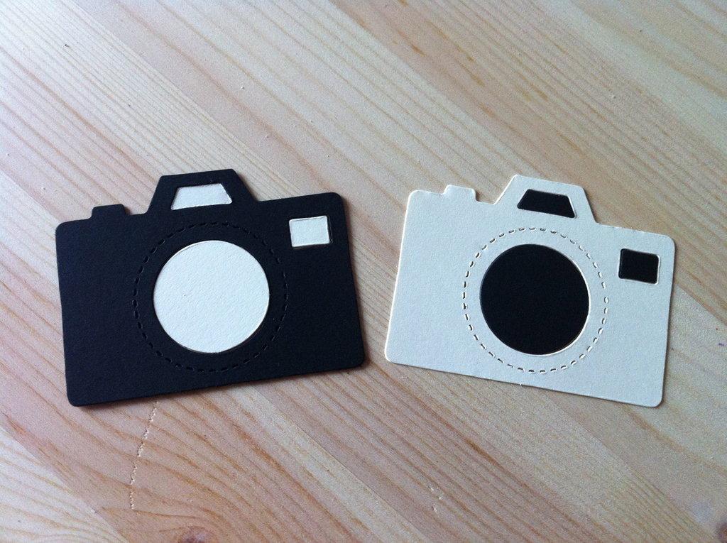 Macchina fotografica in cartoncino fustellato