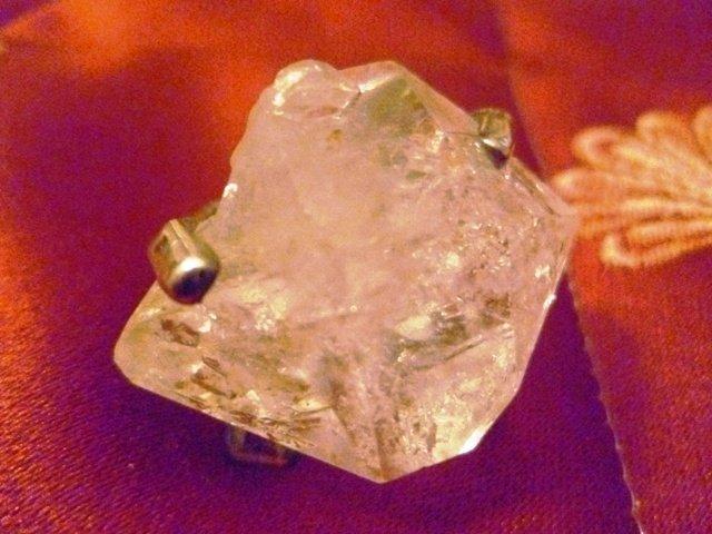 Anello con lucente quarzo di Herkimer