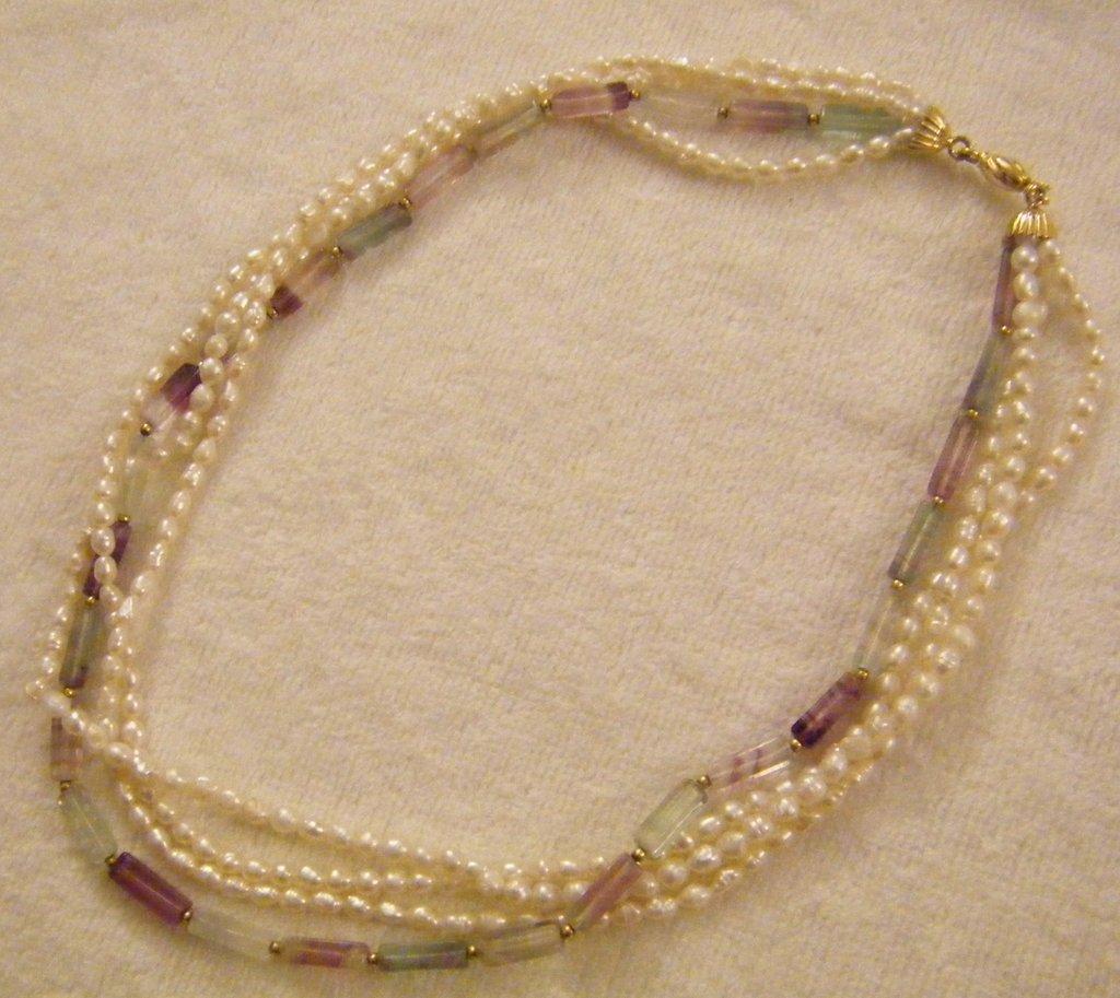 collana girocollo a 4 giri con perle di fiume e pietre dure