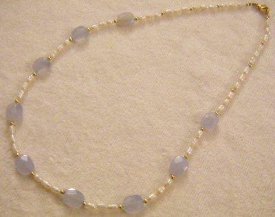 collana con perle di fiume e pietre dure ,calcedonio,