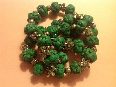 Collana in fimo verde e argento con glitterini