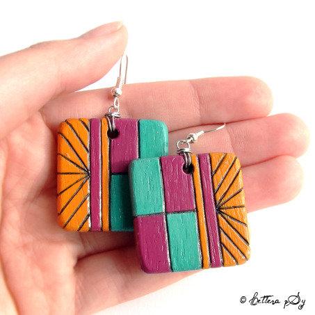 Orecchini di legno incisi con pirografo e dipinti a mano - Quadrati e pendenti con design geometrico multicolor
