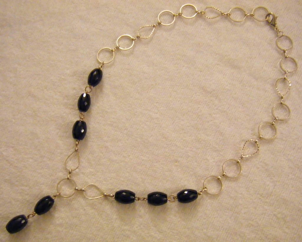 collana con catena in metallo colore argento e pietre dure ,onice nero,