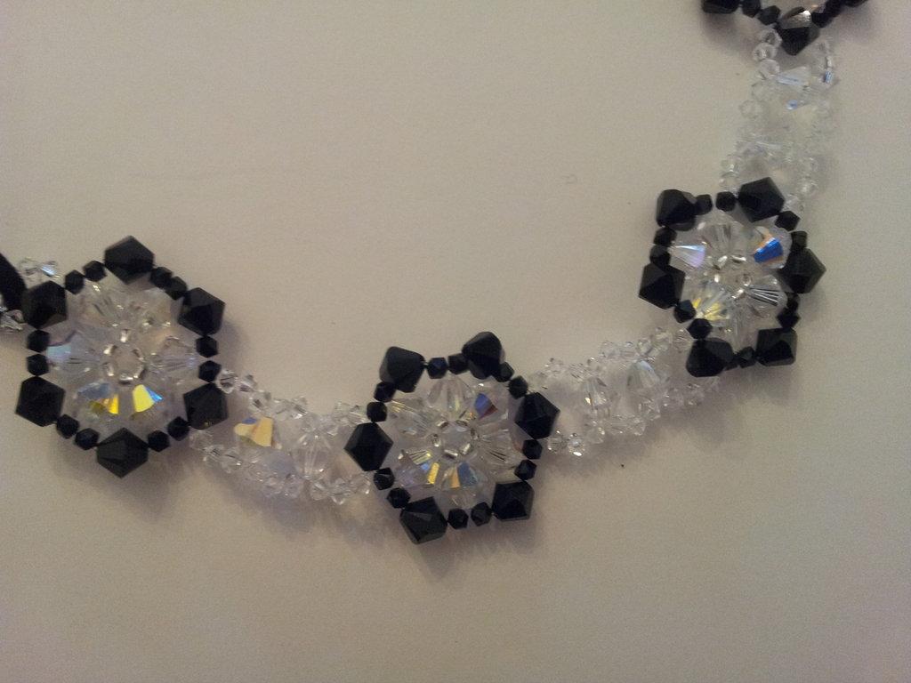 collarino swarovsky fiore nero e cristallo