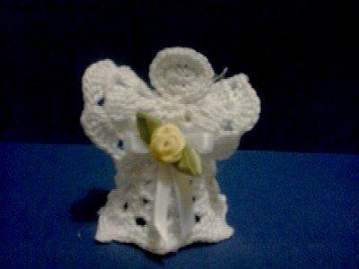 Angioletto segnaposto o bomboniera all'uncinetto fatto a mano colore bianco