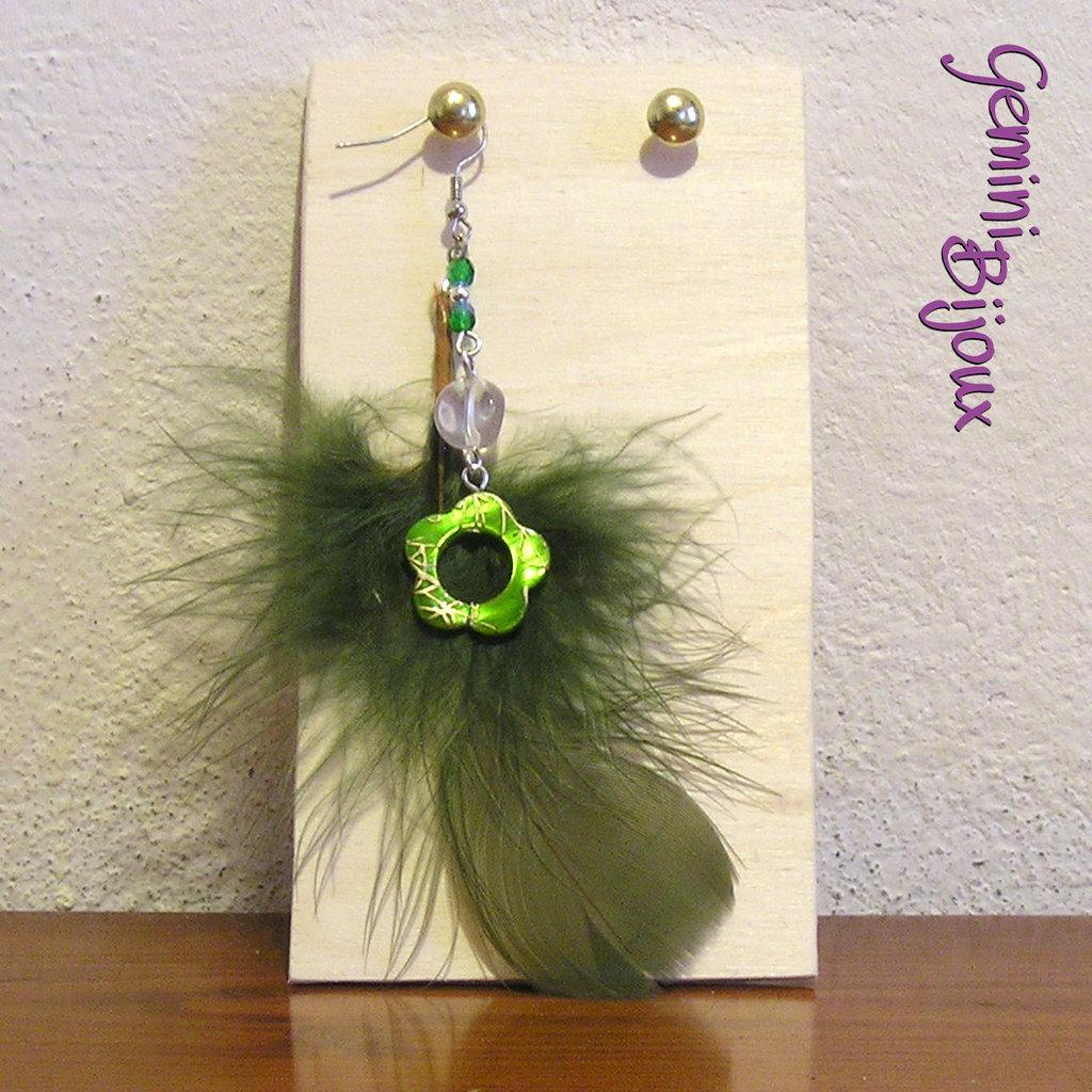 Orecchino singolo piuma verde