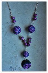 collana con perle dai fiori colorati