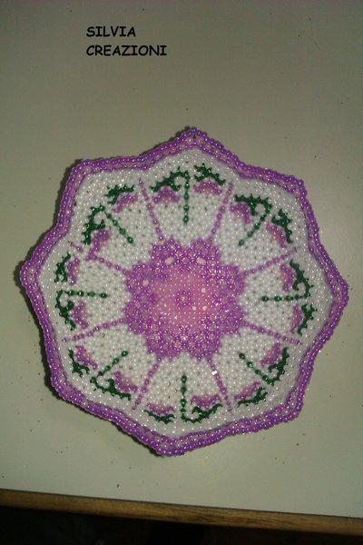 ciotola con fiori viola