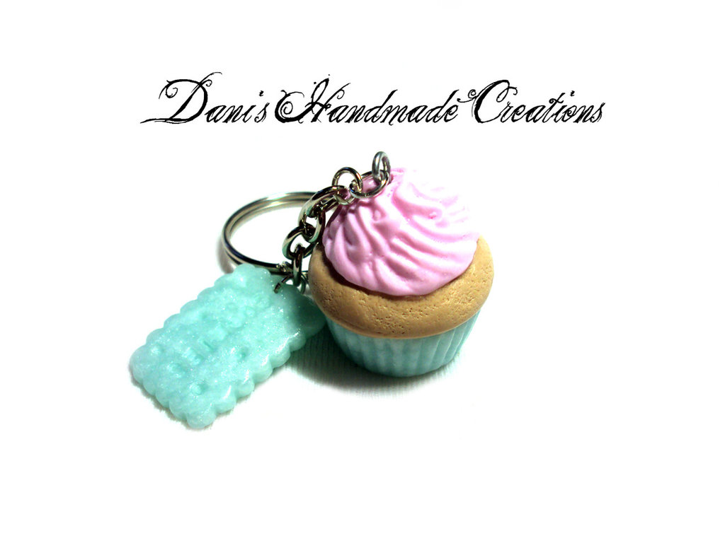 portachiavi con cupcake e biscotto azzurro in fimo