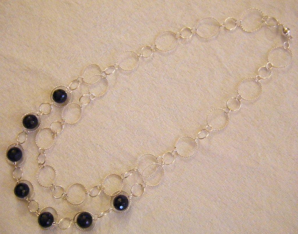 collana lunga con catena in argento e pietre dure  pietra della luna colore blu