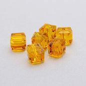 4 cristalli cubo 6mm topazio
