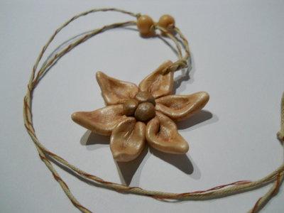 Collana ciondolo floreale