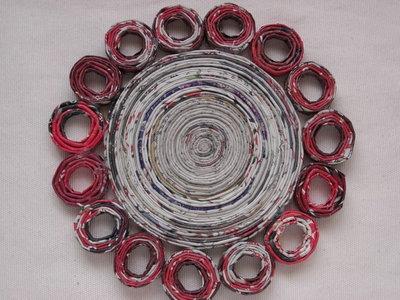 Sottopentola rotondo decorato ecologico in carta riciclata 19cm