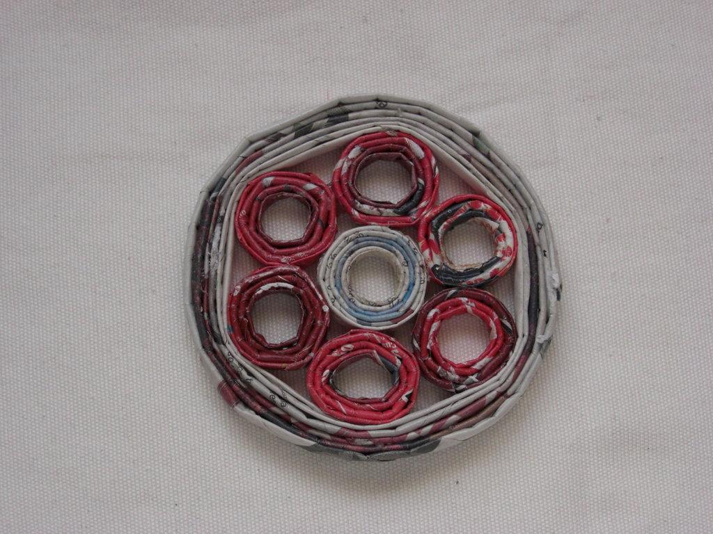 Sottopentolino rotondo decorato ecologico in carta riciclata 12cm