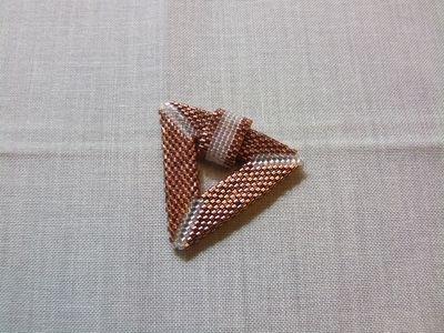 """Ciondolo a triangolo in tessitura """"peyote"""" completo di collier - cod. C3"""