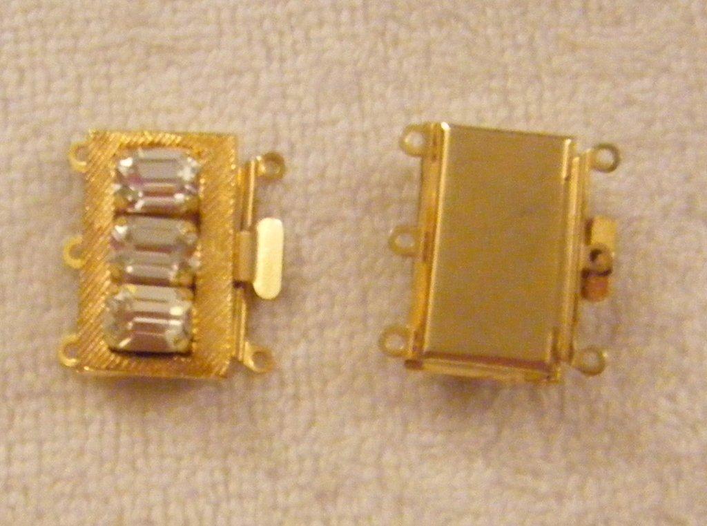 chiusura a 3 fili in metallo dorato e strass