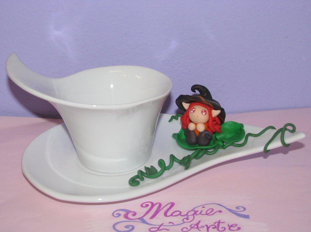 Tazzina caffè con folletto rosso