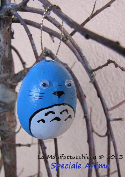 Totoro blu, uovo decorato da appendere