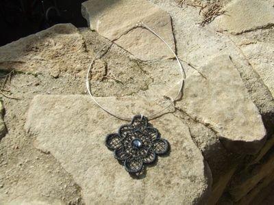 Collana in pizzo Macramé nero con cristallo Swarovski color fumé - cod. A33