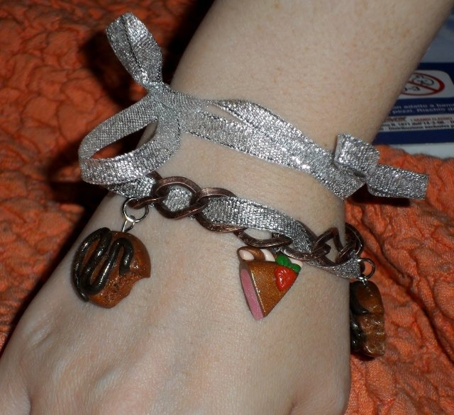 braccialetto con fette di torta in fimo