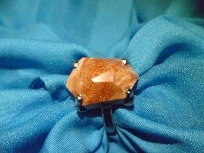 Anello con pietra lucana