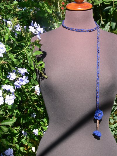 Collana crochet blu con catenina di rame